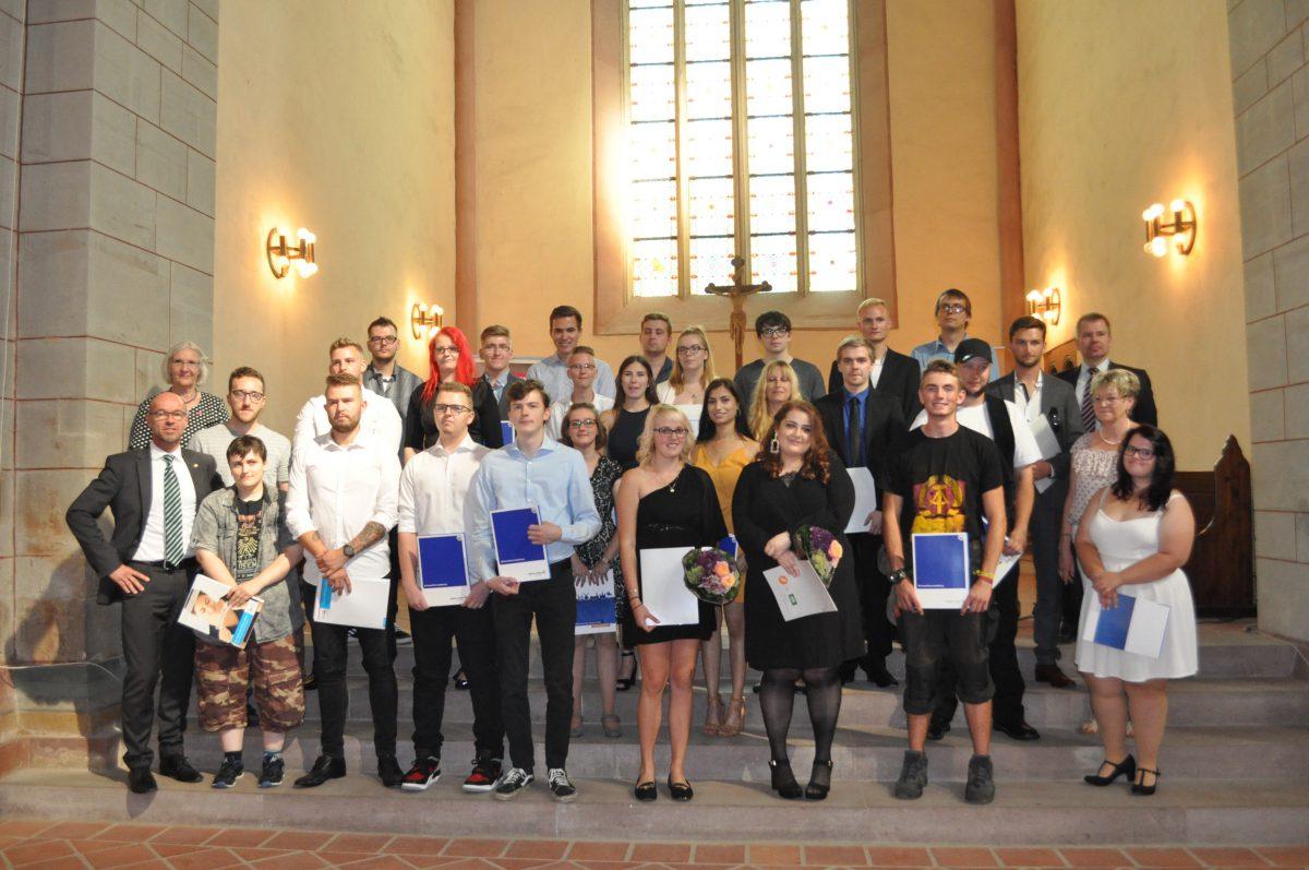 29 Handerksgesellen wurden in der Klosterkirche Mariental von ihrem Ausbildungsvertrag freigesprochen.