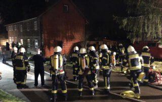30 Einsatzkräfte der Feuerwehren der Samtgemeinde Heeseberg konnten verhindern, dass sich das Feuer weiter ausbreitete. Foto: Oliver Thews