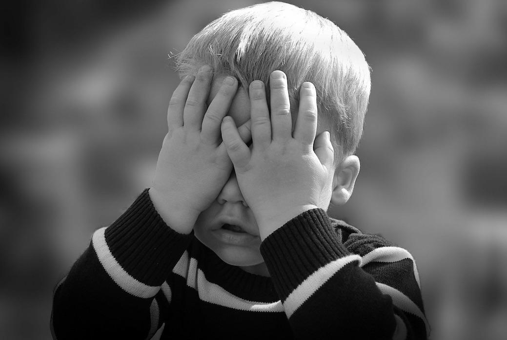 """Augen zu und durch: Corona nervt, finden alle Kinder. Doch mit dem nötigen Rückhalt gelingt es, auch diese Zeit ohne """"Schaden"""" zu überstehen. Foto: 192635/pixabay.com"""