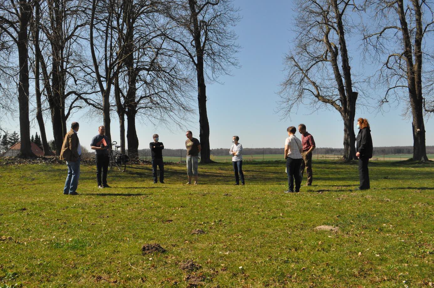 """Es besteht Hadlungsbedarf für den Thieplatz in Räbke - das sahen alle Teilnehmer des """"Brainstorming."""