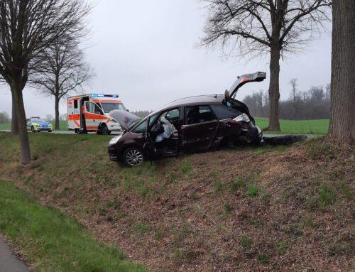 Verkehrsunfall auf der B244 bei Esbeck