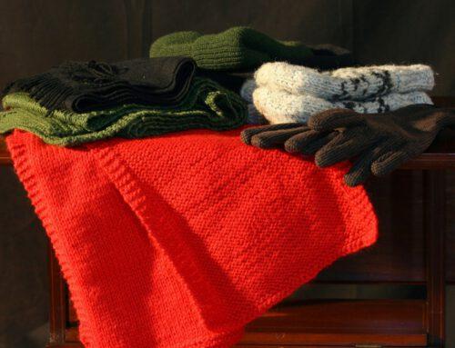 """Eingelagerte Kleidung beginnt im Schrank zu """"gammeln"""" – Ist das wirklich so?"""