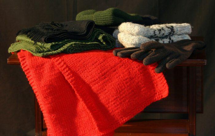 """Wenn die Winterkleidung für die nächste Saison """"eingemottet"""" wer-den soll, können ein paar kleine Tricks dazu beitragen, dass eine böse Überraschung beim Hervorholen ausbleibt. Foto: JamesDeMers/pixabay.de"""