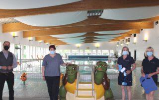 Freuen sich auf den lang ersehnten Start: Bürgermeister Malte Schneider, BZN-Betriebsleiterin Frauke Hilal und die Schwimmtrainerinnen Lydia Dreyzehner sowie Anke Zehe. Foto: Anke Grundmann
