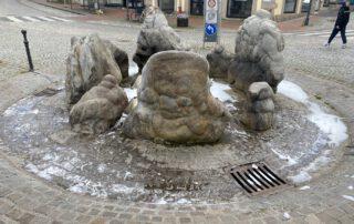 Weil jemand Waschmittel in den Brunnen auf dem Marktplatz gekippt hat, schäumte dieser. Foto: privat