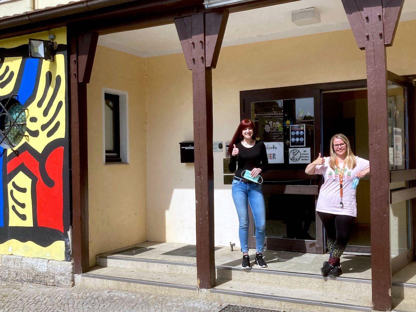 Denise Kuhnt und Aline Werner (von links) freuen sich auf die Besucher. Foto: privat (Stadt Helmstedt/Martina Hartmann)