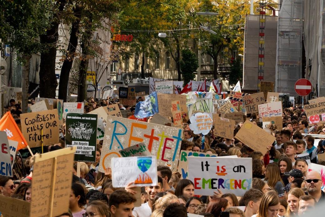 """Die """"Fridays for Future""""-Generation darf sich vor allem von älteren Bürgern viel Kritik anhören. Dabei kann man ihnen jedoch nicht vorwerfen, politisch desinteressiert zu sein."""