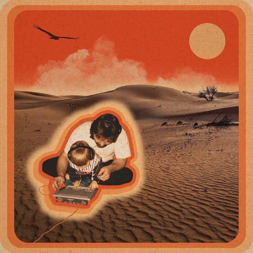 Auf diesem Familienfoto von 1994 sieht man, wie Vater Klaus-Peter mit seinem damals zweijährigem Sohn Patrick auf dem Fußboden sitzt und ihm zeigt, wie man einen Drumcomputer bedient. Das Bild dient nun als Cover für das neue Album. Foto: privat