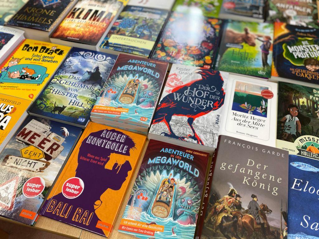 28 neue Bücher steuerte die Buchhandlung Julius Buch für die Tauschbörse im Helmstedter Sonntag dazu.