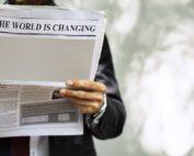"""""""Die Welt verändert sich"""" (The world is changing) in allen Bereichen. Dieser Wandel macht natürlich auch vor der """"schreibenden Zunft"""" nicht Halt. Im Monatsthema August wird der """"Journalismus im Wandel der Zeit"""" beleuchtet. Foto: geralt/pixabay.com"""